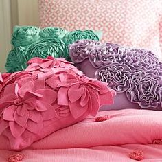 Fab Felt Pillow Covers and pillow insets. In pink and purple for both girls Big Girl Bedrooms, Little Girl Rooms, Bed Throws, Throw Pillows, Throw Blankets, Floral Bedroom, Baby Girl Nursery Themes, Felt Pillow, Teen Furniture