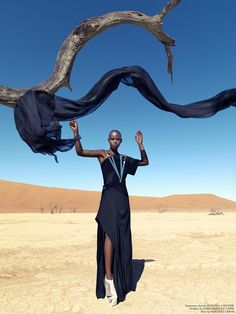Christoph Köstlin - those without Shadows // 03 // Namibia // Sossusvlei // desert editorial // fashion editorial // black skin // fashion model // african model // south africa