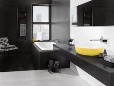 Baño en negro y amarillo con bañera y lavabo - Villeroy & Boch