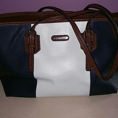 Dana Buchman bag navy and white Tote bag barely used Dana Buchman Bags Totes