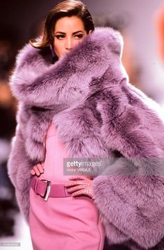 Christy Turlington walks the runway at the Claude Montana Ready to Wear Fall/Winter fashion show during the Paris Fashion Week in March, 1991 in Paris, France. Get premium, high resolution news photos at Getty Images Fur Fashion, Pink Fashion, Runway Fashion, Winter Fashion, Fashion Show, Fashion Outfits, Womens Fashion, Fashion Trends, Petite Fashion