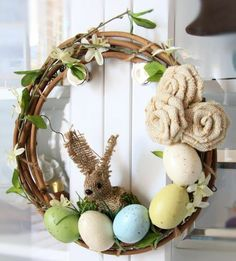 Wreath with eggshells tinker at Easter - 20 DIY ideas for spring #Wreath #with #eggshells #tinker #at #Easter #- #20 #DIY #ideas #for #spring