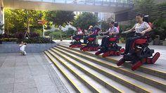 Sedia a rotelle B-Free Chair di Alan Lee permettere alle persone con difficoltà motorie di salire e scendere le scale in modo sicuro e senza assistenza.