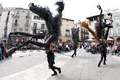 """""""Caballos de Menorca"""" actuación del espectáculo de calle de Tutatis. #streettheatre Más información en http://www.tutatis.es/detalle.asp?id=49"""