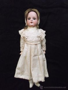 ANTIGUA MUÑECA DE PORCELANA -  ANTIQUE BISQUE DOLL