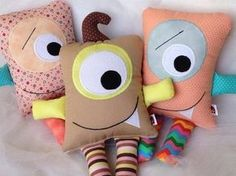 Monstrinhos Sewing Toys, Baby Sewing, Sewing Crafts, Sewing Projects For Kids, Sewing For Kids, Handmade Stuffed Animals, Sewing Stuffed Animals, Diy Bebe, Ugly Dolls