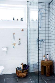 Ny inspiration til dit badeværelse - Boligliv - ALT. Concrete Bathroom, Basement Bathroom, Small Bathroom Organization, Bathroom Design Luxury, Bathroom Inspiration, Bathroom Ideas, Bathroom Fixtures, Bathroom Renovations, Alter