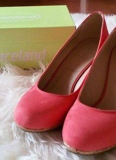 Kupuj mé předměty na #vinted http://www.vinted.cz/damske-boty/platformy/9685809-krasne-cervene-boty-na-drevene-platforme