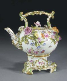 Coalport teapot c.1830  Oh, my, I'm imagining myself in a huge castle with a moat.  Someone brings me tea each morning brewed in this little beauty!
