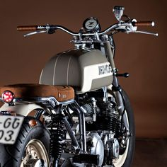 Yamaha XJ650 motorcycle customized by Ad Hoc Cafe Racers