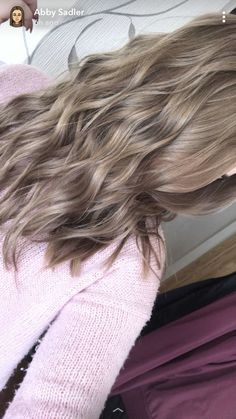 Dark ash blonde Dunkel aschblond The post Dunkel aschblond appeared first on Frisuren Tips - Hair Color Ideas Dark Ash Blonde Hair, Ash Blonde Highlights, Blonde Hair Looks, Dyed Blonde Hair, Balayage Hair Blonde, Hair Color Dark, Natural Ash Blonde, Chunky Highlights, Caramel Highlights