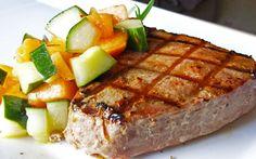 Seared Tuna Steak Via Whole Food Real Families. Shellfish Recipes, Seafood Recipes, Vegetarian Recipes, Healthy Recipes, Delicious Recipes, Easy Recipes, Yummy Food, Pan Seared Tuna Steak, Tuna Steaks