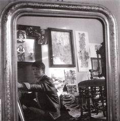 Stuart Sutcliffe, mirrored with his artwork, Photo by Astrid Kirchherr The Beatles 1960, John Lennon Beatles, Stuart Sutcliffe, The Quarrymen, Summer Painting, Music Pics, Idole, The Fab Four, Ringo Starr