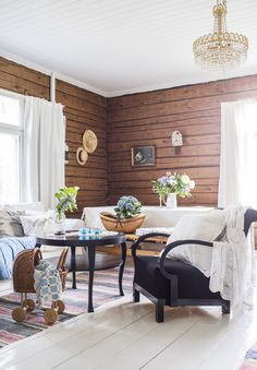 Livingroom in an old log villa. Cottage Inspiration, Interior Design Living Room, A Frame House, Classic Family Room, Living Room Paint, Inside Home, Interior Design, Log Home Interiors, Apartment Decor