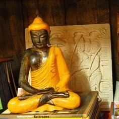 Buda sentado. Tallado en madera.  El regalo perfecto para Amor y Amistad.