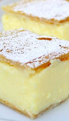 Vanilla slice - Krempita 2 sheets of puff pastry l / 6 cups milk 150 g / 5 ¼ oz corn starch 3 packets each) vanilla sugar 8 e. Mini Dessert Cups, Mini Desserts, Sweet Desserts, Just Desserts, Sweet Recipes, Delicious Desserts, Dessert Recipes, Yummy Food, Dessert Bread