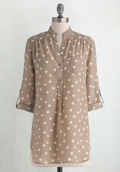 Hosting for the Weekend Tunic in Taupe. Welcoming your entire family into your home for a weekend is tons of fun, but its a lot of work, too! #tan #modcloth