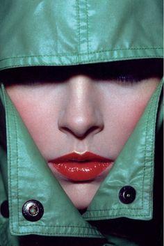 Guy Bourdin (1928-1991) - Vogue 1974/kunstfotograaf / sterke foto ondanks het een klein stukje is: