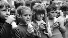 Pupils at Woodhill Primary School, Woolwich, south London, drink milk. Get premium, high resolution news photos at Getty Images Kids Computer, Margaret Thatcher, Social Trends, The Good Old Days, Primary School, Back In The Day, School Days, Childhood Memories, 1980s Childhood