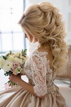 Wedding Hair Down - Wedding hair styles trends change every year. If you are a bride-to-be, and the Big Day is soon, you'd better look through the freshest styling options. Wedding Hairstyles Half Up Half Down, Wedding Hairstyles For Long Hair, Bride Hairstyles, Down Hairstyles, Dress Hairstyles, Bridesmaids Hairstyles, Fancy Hairstyles, Bridal Hair Half Up Medium, Bridal Hair Half Up Half Down