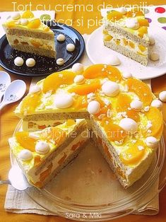» Tort cu crema de vanilie, frisca si piersiciCulorile din Farfurie Vanilla Cream, Whipped Cream, Pavlova, Sweet Recipes, Creme, French Toast, Deserts, Plates, Breakfast