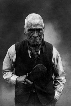 te aho o te rangi wharepu of ngati mahuta in his later years. What a handsome man Maori Face Tattoo, Ta Moko Tattoo, Face Tattoos, Old Photos, Vintage Photos, Maori People, August Sander, Aboriginal People, Maori Art
