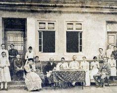 Hermann traz toda a família a Blumenau. Chegam a esposa Minna (41 anos) com os filhos Johanna (13 anos), Nanny (10 anos), Margarete (7 anos), Max (5 anos) e Gertrud (1 ano). Com eles chega também o irmão de Hermann, Bruno. No mesmo ano, Hermann e Bruno fundam a Trikotwaren Fabrik Gebrüder Hering, recriação da Gebrüder Hering, de 1860, que mantinham em sociedade na Alemanha.