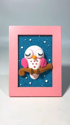 Clay design for wall Cute Polymer Clay, Cute Clay, Polymer Clay Dolls, Polymer Clay Crafts, Diy Clay, Clay Crafts For Kids, Owl Crafts, Clay Wall Art, Clay Art Projects