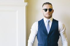 Conor McGregor tries to steal spotlight, predicts first-round KO of Dustin Poirier