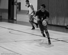 Álvaro Garrigós inicia ataque. 3 de septiembre #UA #UniversidadAlicante #Lucentum #UALucentum #LigaEBA #GrupoEA #baloncesto #basket