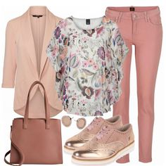 Toller Frühlingslook aus bunter Tunika, rosa Blazer und Budapester Schuhen... #fashion #fashionista #mode #damenmode #frauenmode #frauenoutfit #damenoutfit #bekleidung #kleidung #frauen #style #inspiration
