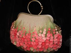 felt bag by Yulia - Wonderful bag covered with all those sweet pink flowers. Nuno Felting, Needle Felting, Felt Purse, Embroidery Bags, Vintage Purses, Vintage Bags, Vintage Handbags, Felt Art, Felt Flowers