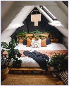Room Ideas Bedroom, Home Bedroom, Loft Bedroom Decor, Bohemian Bedroom Design, Bedroom Inspo, Attic Bedroom Ideas For Teens, Design Bedroom, Attic Bedroom Designs, Garden Bedroom
