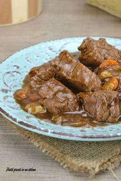Veal stew with beer di vitello alla birra Veal stew with beer - Meat Recipes, Wine Recipes, Cooking Recipes, Beef Dishes, Food Dishes, Beef Skillet Recipe, Veal Stew, Polenta, My Favorite Food