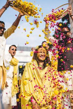 Indian Wedding Poses, Indian Wedding Photography Poses, Wedding Couple Poses, Bride Photography, Indian Bridal, Photography Ideas, Bridal Poses, Pre Wedding Photoshoot, Wedding Shoot