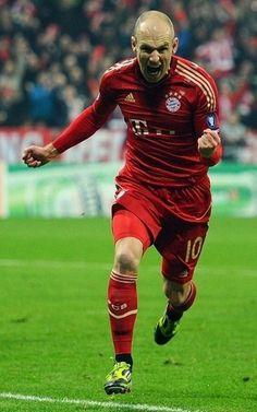 Arjen Robben celebrando su gol que hizo campeón al Bayern Múnich en la UEFA Champions League 2012-2013 contra el Borussia Dortmund en Wembley.