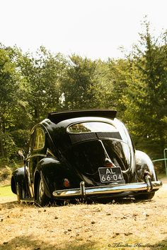 VW - Black is King - This was my first car 57 VW Bug If I only had that car now. Dream Cars, My Dream Car, Auto Volkswagen, E90 Bmw, Vw Camping, Kdf Wagen, Hot Vw, Vw Vintage, Vw Beetles