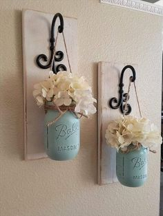 Mason Jar Sconce, Hanging Mason Jars, Paint Mason Jars, Mason Jar Vases, Pot Mason Diy, Mason Jar Crafts, Country Wall Decor, Rustic Decor, Rustic Wood