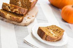 Recipe: Skinny Pumpkin and Cream Bread Banana Cranberry Bread, Chocolate Chip Banana Bread, Healthy Treats, Healthy Baking, Healthy Food, Bread Bar, Delicious Desserts, Dessert Recipes, Spice Cake Mix