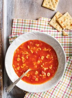 Soupe alphabet Chowder Recipes, Soup Recipes, Cooking Recipes, Dinner Recipes, Vegetarian Dinners, Vegetarian Recipes, Alphabet Pasta, Beef Tagine, Ricardo Recipe