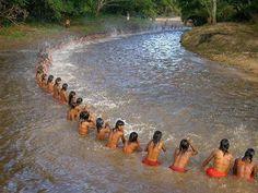 A oração indígena do silêncio: Sente-se à beira do amanhecer, o sol nascerá para você. Sente-se à...