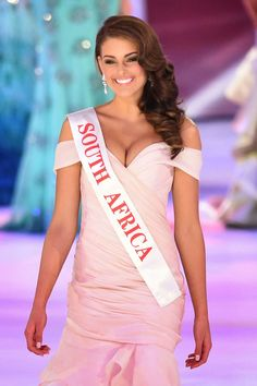Rolene Strauss is a South African beauty pageant titleholder who won Miss South Africa 2014 and was later crowned Miss World 2014 Miss World 2014, Miss Monde, Emma Rigby, Charissa Thompson, Women Lawyer, Beautiful Inside And Out, Beautiful People, Beauty Pageant, African Beauty