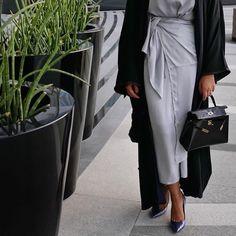 IG: HessaFalasi || Abaya Fashion || IG: Beautiifulinblack
