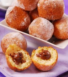 Donuts with Nutella Healthy Dessert Recipes, Healthy Desserts, Delicious Desserts, Yummy Food, Greek Desserts, Köstliche Desserts, Beignet Nutella, Sweet Recipes, Sweet Treats