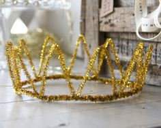 Awesome gold crown from humble pipe cleaners | Ebony & Ivory