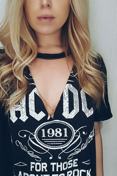 Lace T-shirt Refashion tutorial DIY choker band tee w body chain detailing # Diy Choker, Diy Cut Shirts, T Shirt Diy, Cutting T Shirts, Tee Shirt Cutting, How To Cut Tshirt, T-shirt Refashion, Clothes Refashion, Diy Fashion