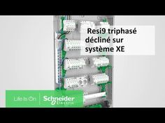 Tutoriel Resi9 - Triphasé décliné sur la technologie embrochable XE | Schneider Electric France #InfoWebEnvironnement Bathroom Medicine Cabinet, France, Life, Means Of Communication, Curvy Fit, Environment, Technology, French
