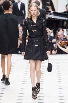 53 photos of Burberry Prorsum at London Fashion Week Spring 2016.