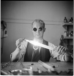 photograph by Stanley Kubrick: the genesis of Dr. Strangelove?