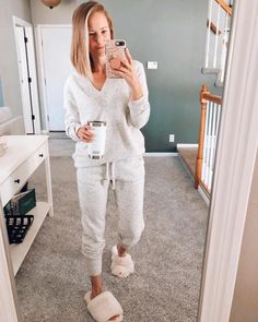 Cute Lounge Outfits, Lazy Day Outfits, Stylish Outfits, Girl Outfits, Classy Outfits, Loungewear Outfits, Home Outfit, Winter Fashion Outfits, Modest Fashion